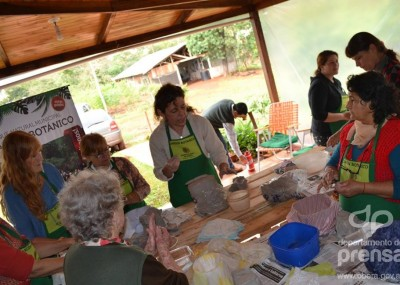Taller de cer mica en el jard n bot nico oberaonline for Jardin botanico talleres