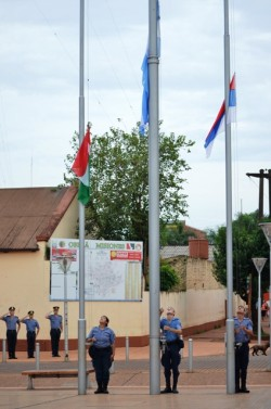 izamiento banderas centro civico