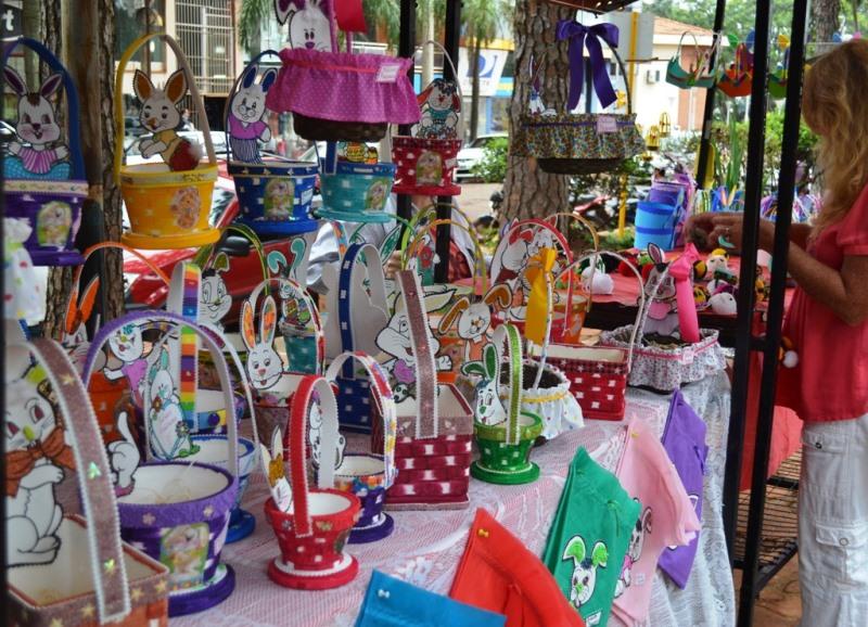 Artesanos exponen en la plaza g emes oberaonline for Feria de artesanias cordoba 2016