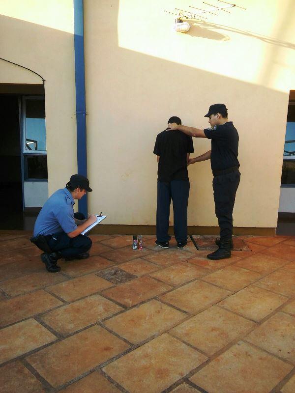 Pintaba el mural de una plaza y fue detenido oberaonline for Club joven mural