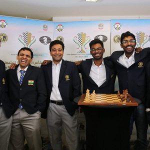 El victorioso equipo Indio: R.B. Ramesh, Krishnan Sasikiran, Deep Sengupta, S.P. Sethuraman, B. Adhiban y Vidit Santosh Gujrathi