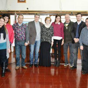 La autora de Incomoda Mente Feliz junto a los Concejales (2)