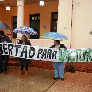cartel-libertad-a-victoria-aguirre