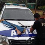 Un hombre que llevaba una escopeta y un machete fue detenido cuando intentó ocultarse en un malezal