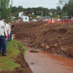 Comenzó la canalización del arroyo Mbotaby