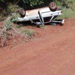 La Policía  encontró  un automóvil  volcado  y abandonado e investiga el hecho