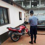Se quedó sin combustible y le robaron la motocicleta, la Policía recuperó el rodado y busca al autor