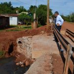 Fernández recorrió la obra del nuevo puente sobre calle Caroba