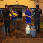 Sorprenden a dos jóvenes con garrafas de gas  robadas, fueron detenidos