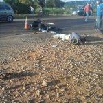 Motociclista sufrió lesiones graves al colisionar con una camioneta en la ruta 14