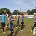 Cambio de puntero, ahora Atlético Iguazú al frente.