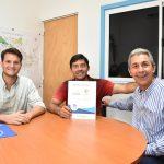 Entrega de título de propiedad en el barrio 100 hectáreas