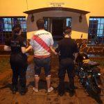 Un irascible sujeto realizaba maniobras peligrosas con su motocicleta y fue detenido por la Policía en Oberá