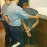 Detienen a un violento sujeto acusado de lesionar a otro hombre con un destornillador