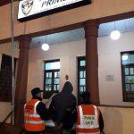 La Policía demoró a un adolescente y busca intensamente a otros cuatro por el hurto a un local comercial en Oberá