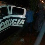 Policías asisten a un jubilado que  estaba desorientado en la vía pública
