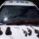 Investigaban un robo y secuestraron tres revólveres y un rifle en Guaraní