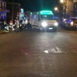Motociclista evadió un control policial y luego colisionó con un automóvil