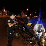 Sorprenden a jóvenes realizando picadas y retienen una motocicleta en Oberá