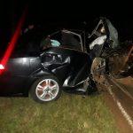 Auto despistó y chocó contra un árbol: dos fallecidos