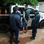 La Policía detuvo a tres hombres por ocasionar disturbios en la vía pública y secuestró una motocicleta