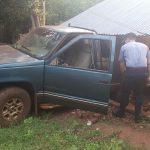 Camioneta despistó e impactó contra una casa en Oberá