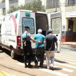 La Policía asistió a un hombre que se descompensó en la vía pública