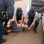 La Policía asistió a un hombre que se  desvaneció en la vía pública