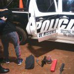 La Policía detuvo a un joven que forzaba la puerta de un automóvil
