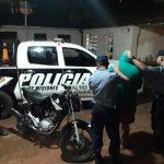 Fue sorprendido empujando una motocicleta robada y terminó detenido