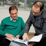 Tony Lindstrom visitó al intendente de Alem Diego Sartori
