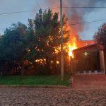 Incendio consumió por completo una vivienda en Oberá