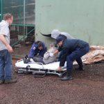 La Policía asistió a un hombre que estaba bajo la lluvia