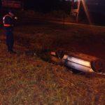 Un automóvil despistó y volcó, sus ocupantes salieron ilesos