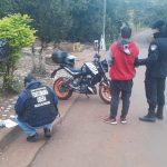 Despistó con su motocicleta y terminó detenido por transportar marihuana