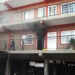 Incendio en un departamento dejó solo daños materiales.