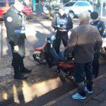 La policía secuestró dos motocicletas sin documentaciones y recuperó elementos aparentemente robados.