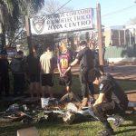 Los sorprendieron desarmando una motocicleta robada y fueron detenidos