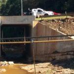 La policía intervino y asistió a una menor que intentó arrojarse desde el puente del Arroyo Mbotaby