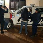 Mediante un gran despliegue la policía detuvo a dos jóvenes que rebasaron controles vehiculares e intentaron embestir a un oficial
