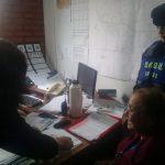 Empleados municipales y policías buscaron a un sexagenaria que extravió dinero y lo devolvieron