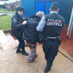 Policías asistieron a un hombre que se encontraba desorientado en la via pública bajo la intensa lluvia