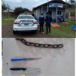 La policía detuvo a un joven que atemorizaba a los vecinos con cuchillos y una cadena