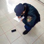 La policía recuperó un teléfono celular y detuvo a un hombre