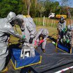 Bomberos se entrenan en materiales peligrosos