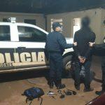 La policía detuvo a un joven que sustraía los espejos retrovisores de las motocicletas estacionadas