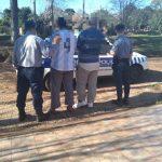 Se llevaron la estructura de hierro de un cartel municipal y fueron detenidos