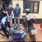 La Policía detuvo a dos jóvenes, secuestró una moto y un objeto de dudosa procedencia