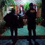 Policías asistieron a un octogenario que deambulaba solo en la vía pública y ubicaron a sus familiares