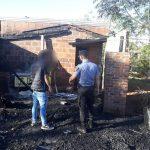 Un septuagenario resultó con quemaduras al incendiarse su vivienda y la Policía investiga el hecho